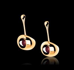 Breil Orecchini Ciliegia IP Oro Giallo con Rubino Sintetico
